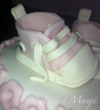 chaussur pâte à sucre (rose), pâte d'amande (blanc)