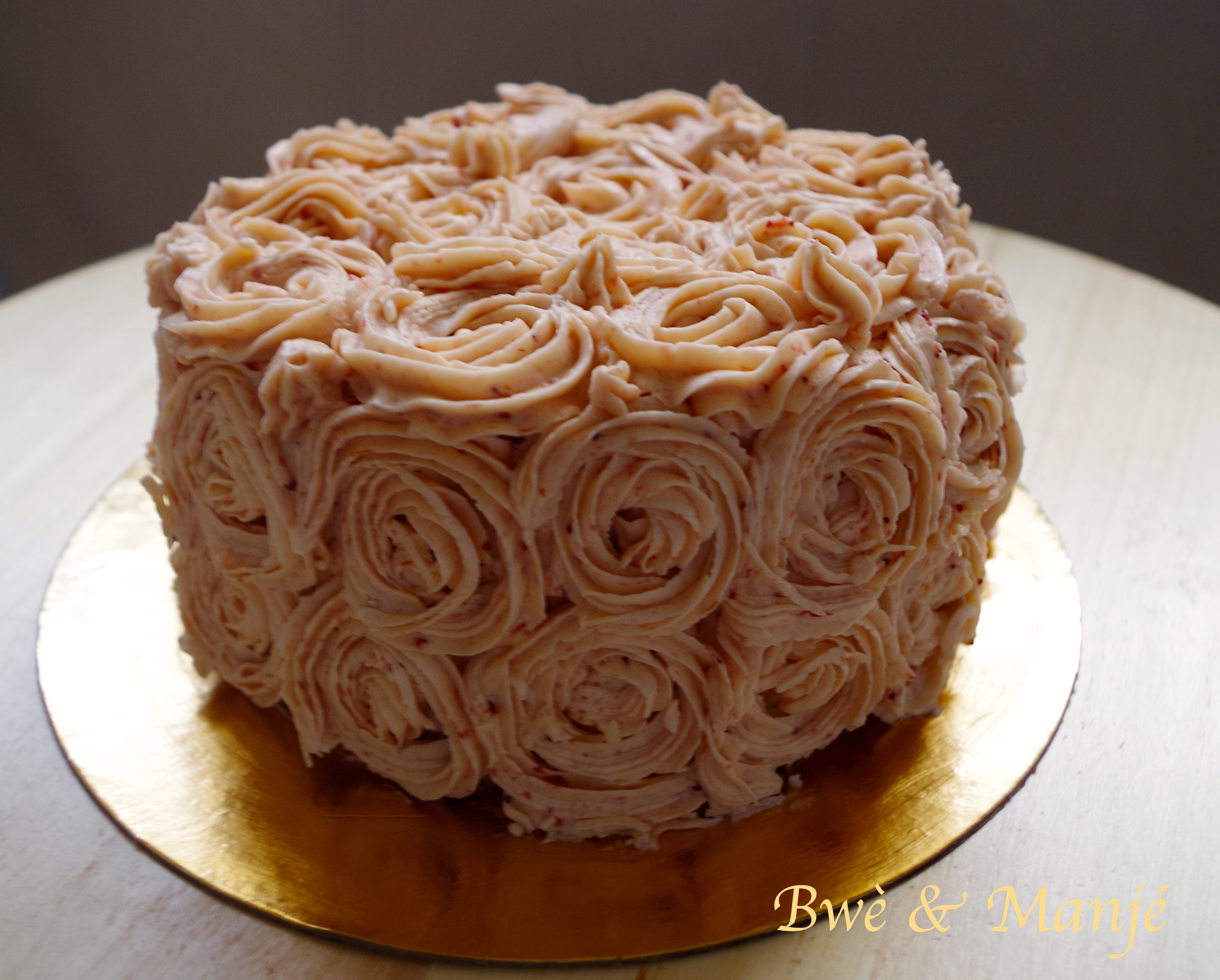 Layer cake Fraises-Vanille (Décoration Rose Swirl) | Gourmandises on