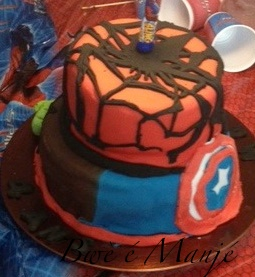 gâteau Avengers (2ème essai pâte à sucre)