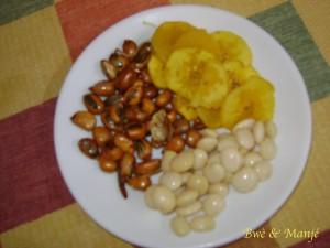 apéro: banane, fève et graines de maïs grillées