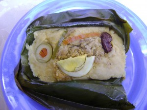 Le quimbolitos est un dessert à base de farine de maïs et raisin secs. Je ne me souviens plus mais je pense que cete version était salée