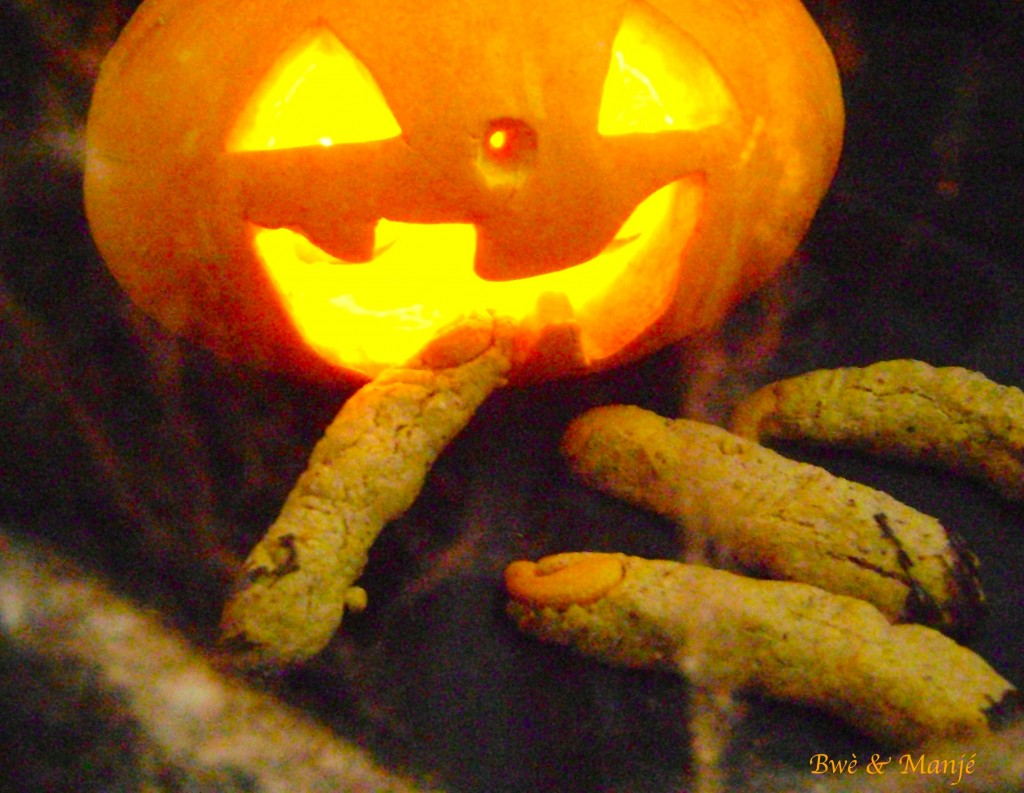 Doigts de zombies sortis de terre (goûter d'halloween)- sablés choco-noisette