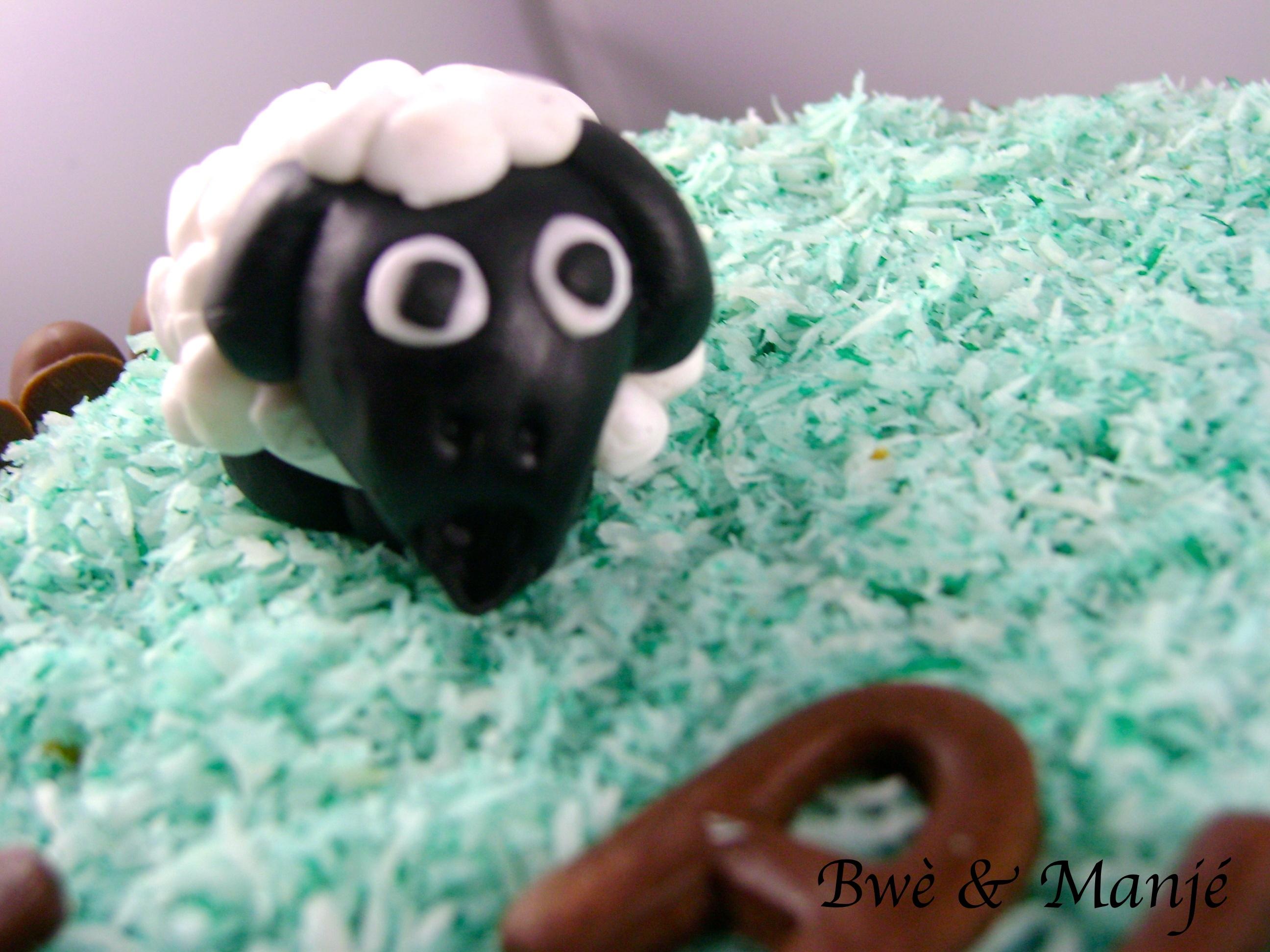 mouton effrayé en pâte à sucre