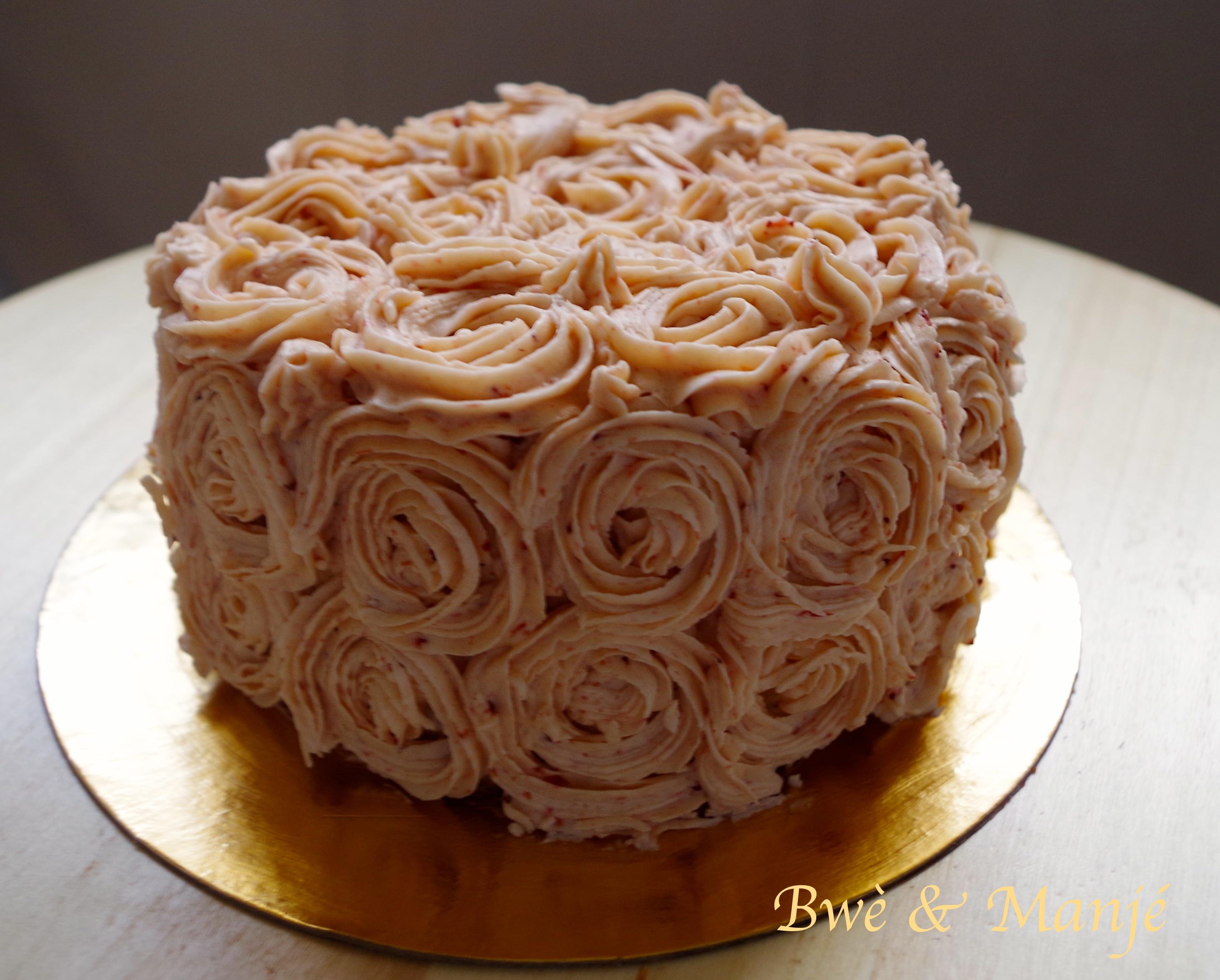 Layer Cake Fraises Vanille Decoration Rose Swirl Gourmandises
