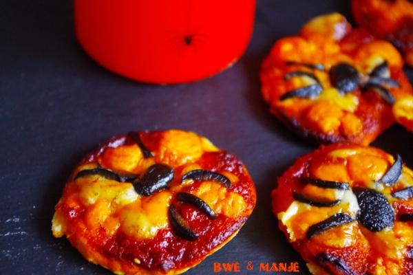 Mini pizza araignée d'halloween