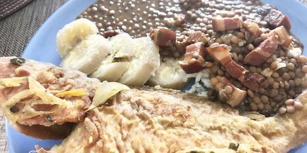 Lentilles et poissons frits [ cuisine créole ]
