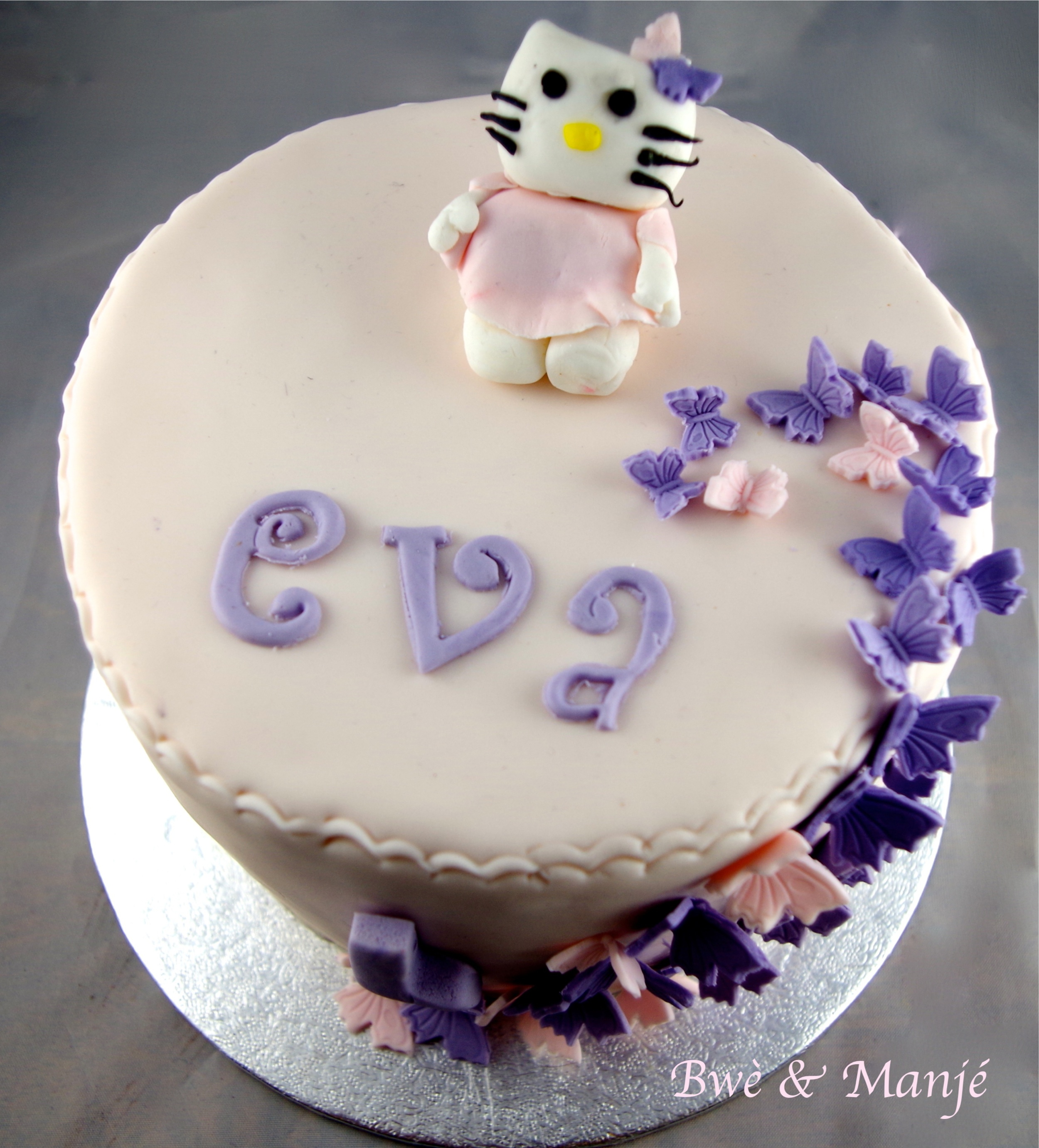 Gateau Hello Kitty Et Les Papillons Cake Design Gourmandises Epicees