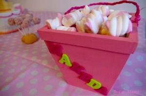 Panier rempli de guimauves  décoré par Murielle