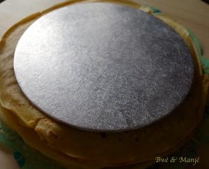 préparation gâteau de crêpes