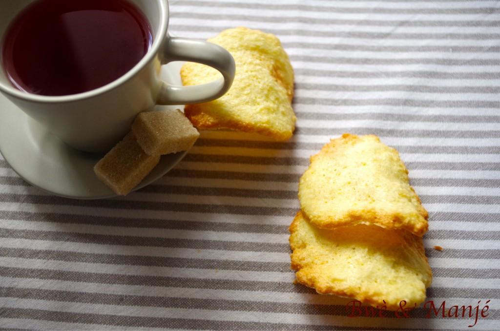 thé et tuiles au coco